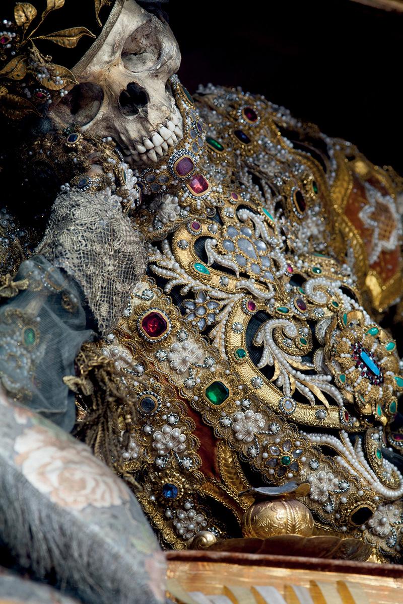 Bejeweled Skeleton3