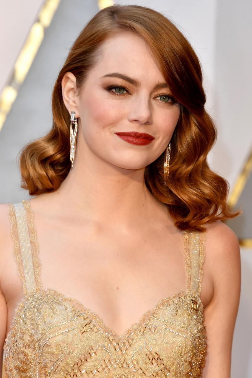 Emma Stone S Tiffany Co Earrings Were The Perfect Accent To Her Sparkling Gown